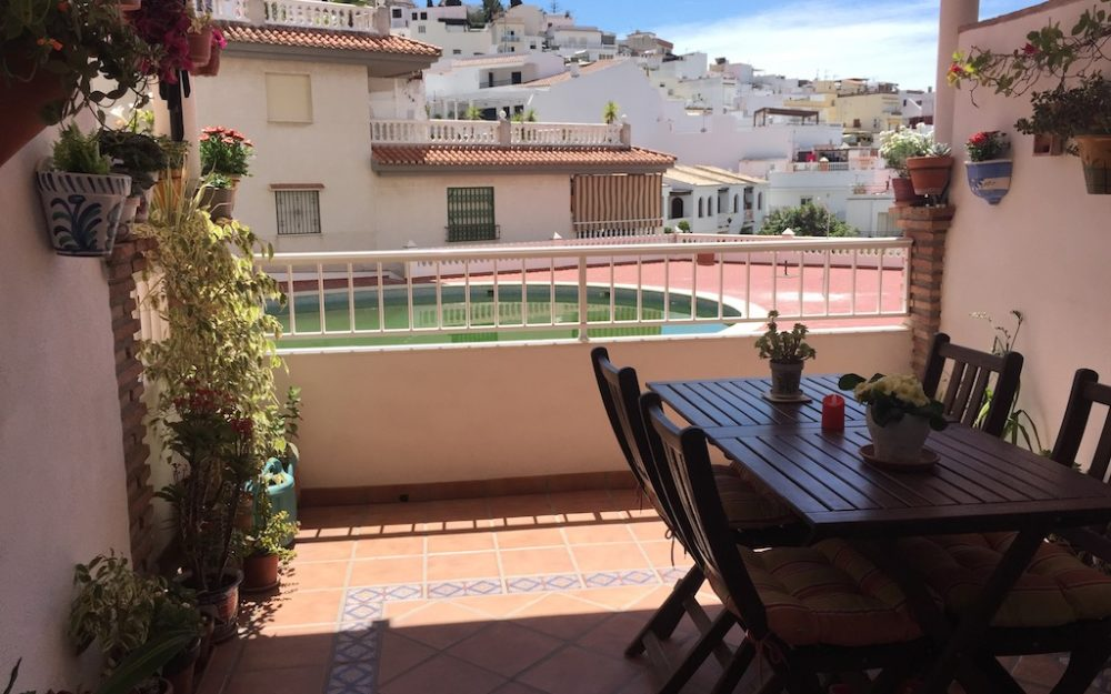 Superb apartment with terrace, swimming pool and indoor patio in La Herradura for sale