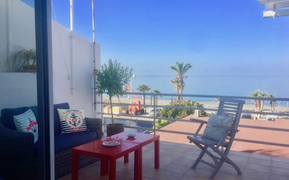 Lovely and renovated apartment with amazing sea views for temporary rental
