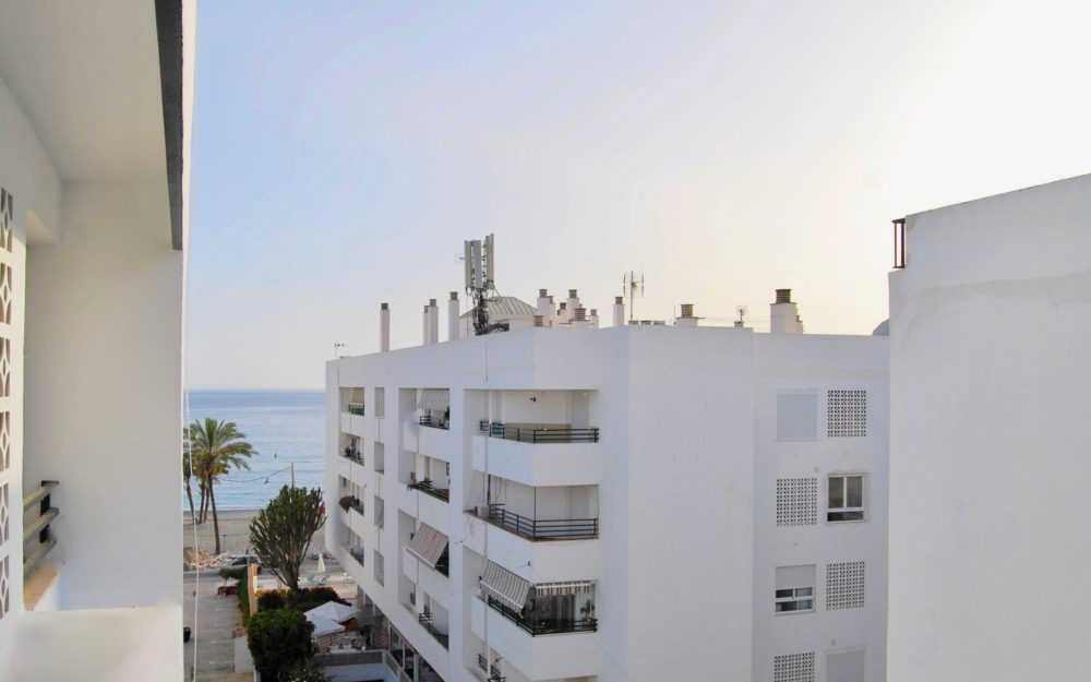 Spacious central apartment a few meters from the sea in the beautiful bay of La Herradura Costa Tropical