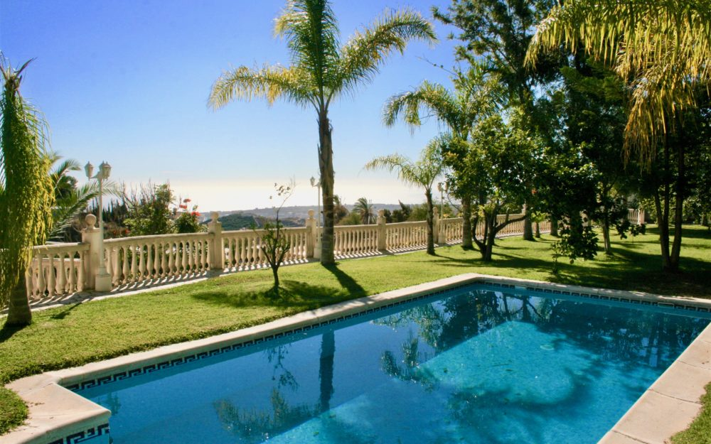 Stunning Cortijo on the heights of Motril with magnificent sea views, wooded grounds and large swimming pool for sale