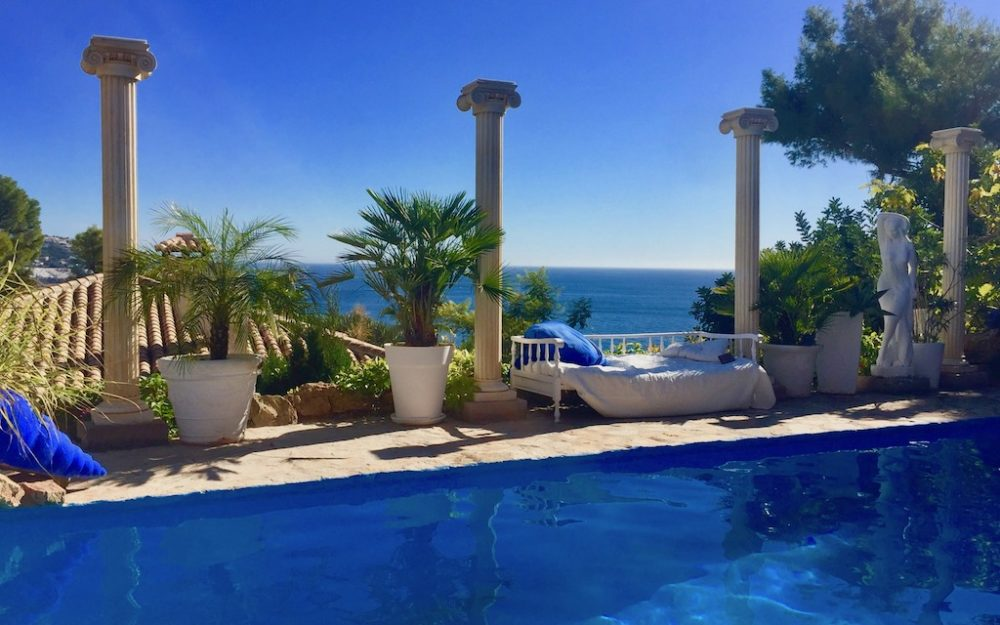Exceptional villa on a beautiful wooded plot in Las Palomas La Herradura for sale