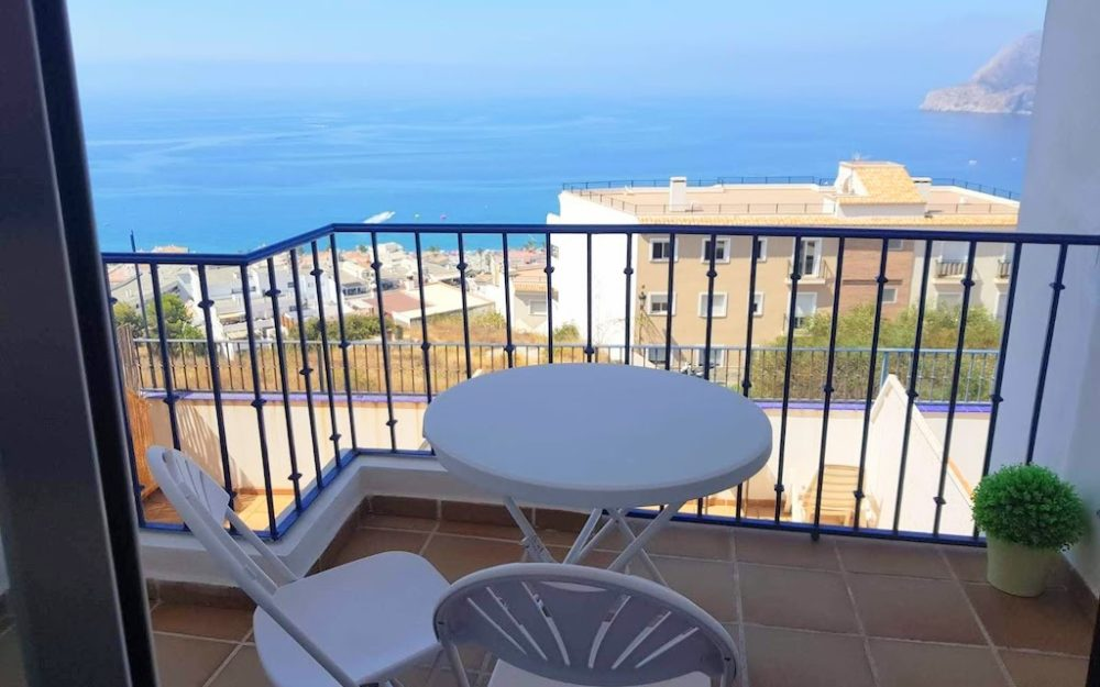 Beautiful apartment with panoramic views of the sea and mountain Maravillas Alta in La Herradura for sale
