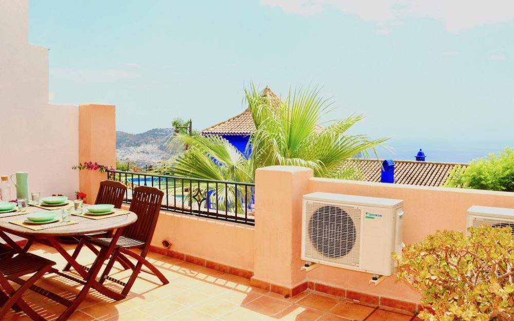 Luxurious house with sea view and community pool in La Herradura for long-term rental
