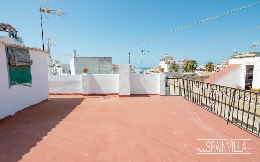 Amplia casa de pueblo en buen estado a 5 minutos de la playa en La Herradura en venta