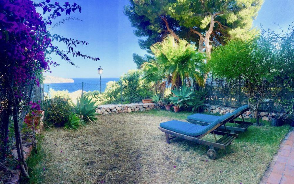 Agradable casa con jardín y hermosas vistas al mar en venta en La Herradura