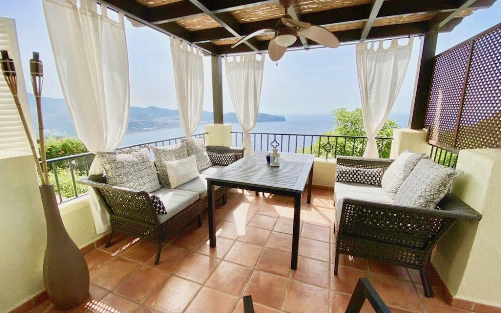 Preciosa casa con hermosas vistas al mar, piscina privada, apartamento independiente y WIFI en La Herradura en alquiler vacacional