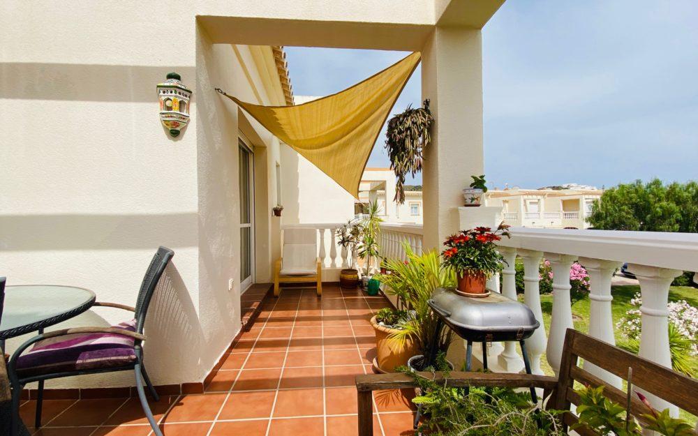 Impecable piso cerca de la playa con preciosa terraza en Torrox Park en venta